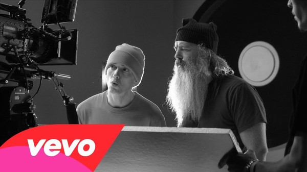 Eminem - Berzerk Explained: Behind The Scenes 1